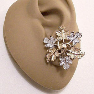 Sarah Coventry Frosted Leaf Wreath Clip Earrings
